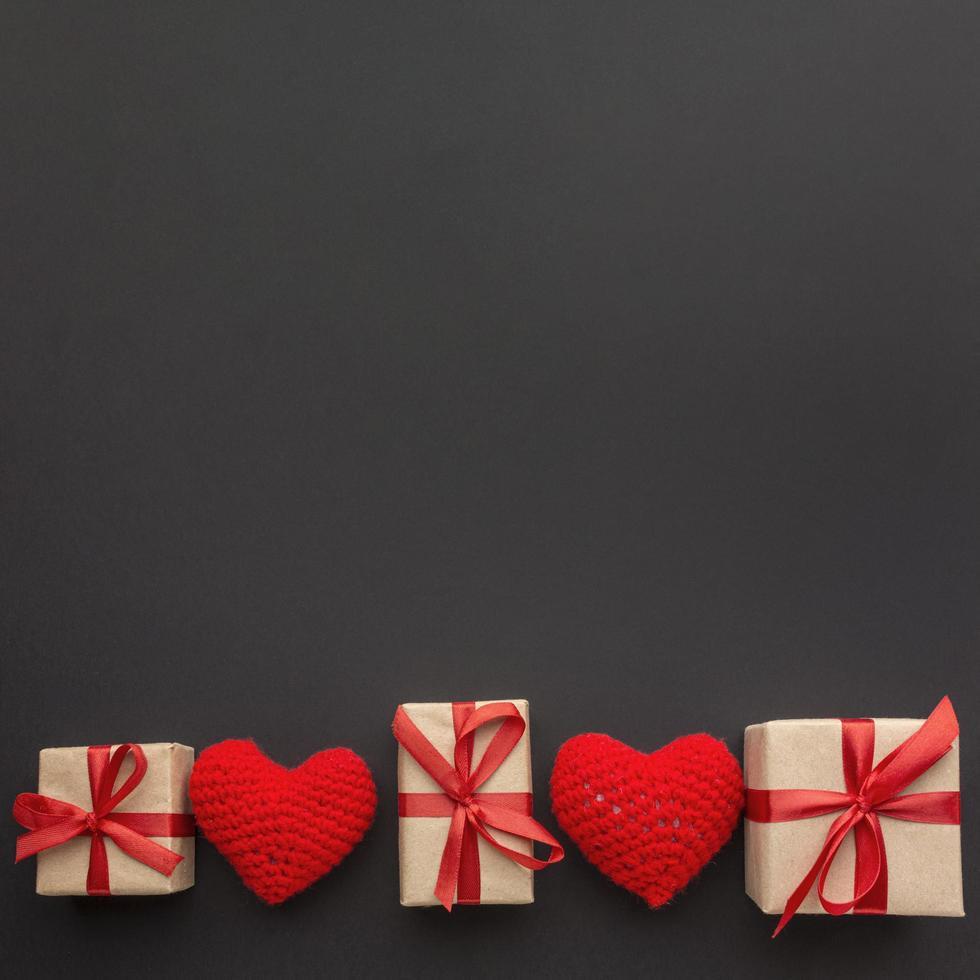 regalos y corazones con espacio de copia foto