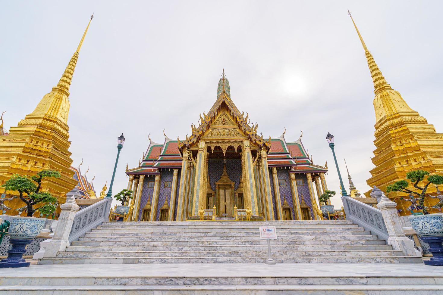 templo de wat phra kaew en tailandia foto