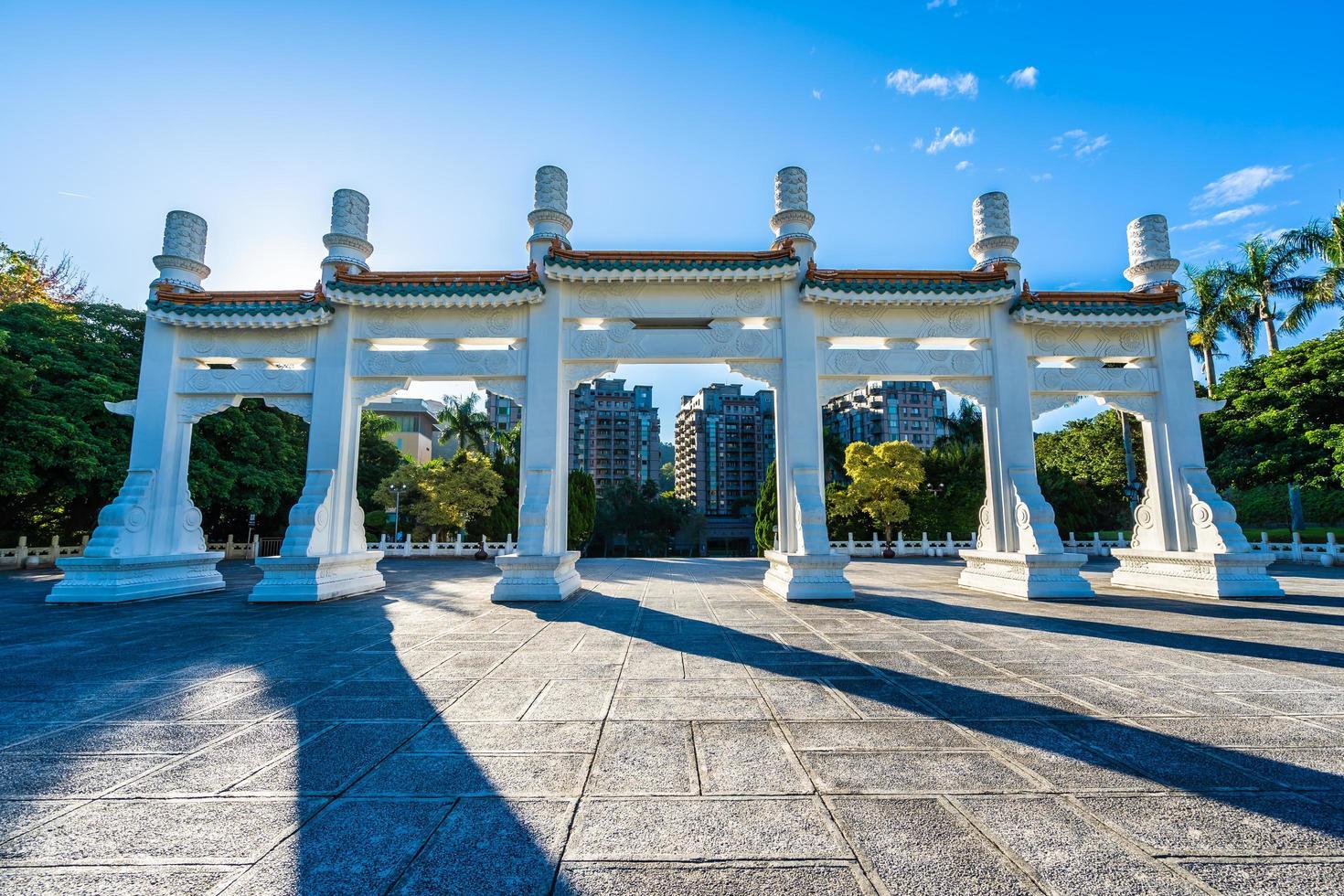 Puerta en el museo del palacio nacional en la ciudad de Taipei, Taiwán foto