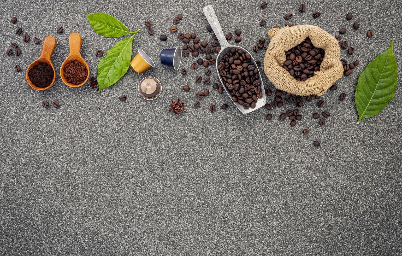 granos de café y espacio de copia foto