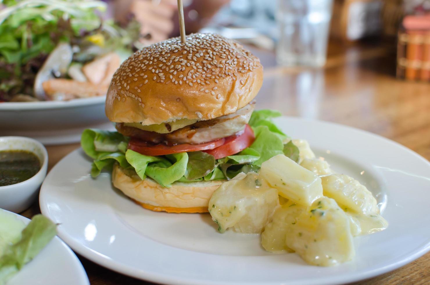 comida de hamburguesa de pollo foto