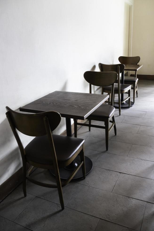 muebles de cafe en el interior foto