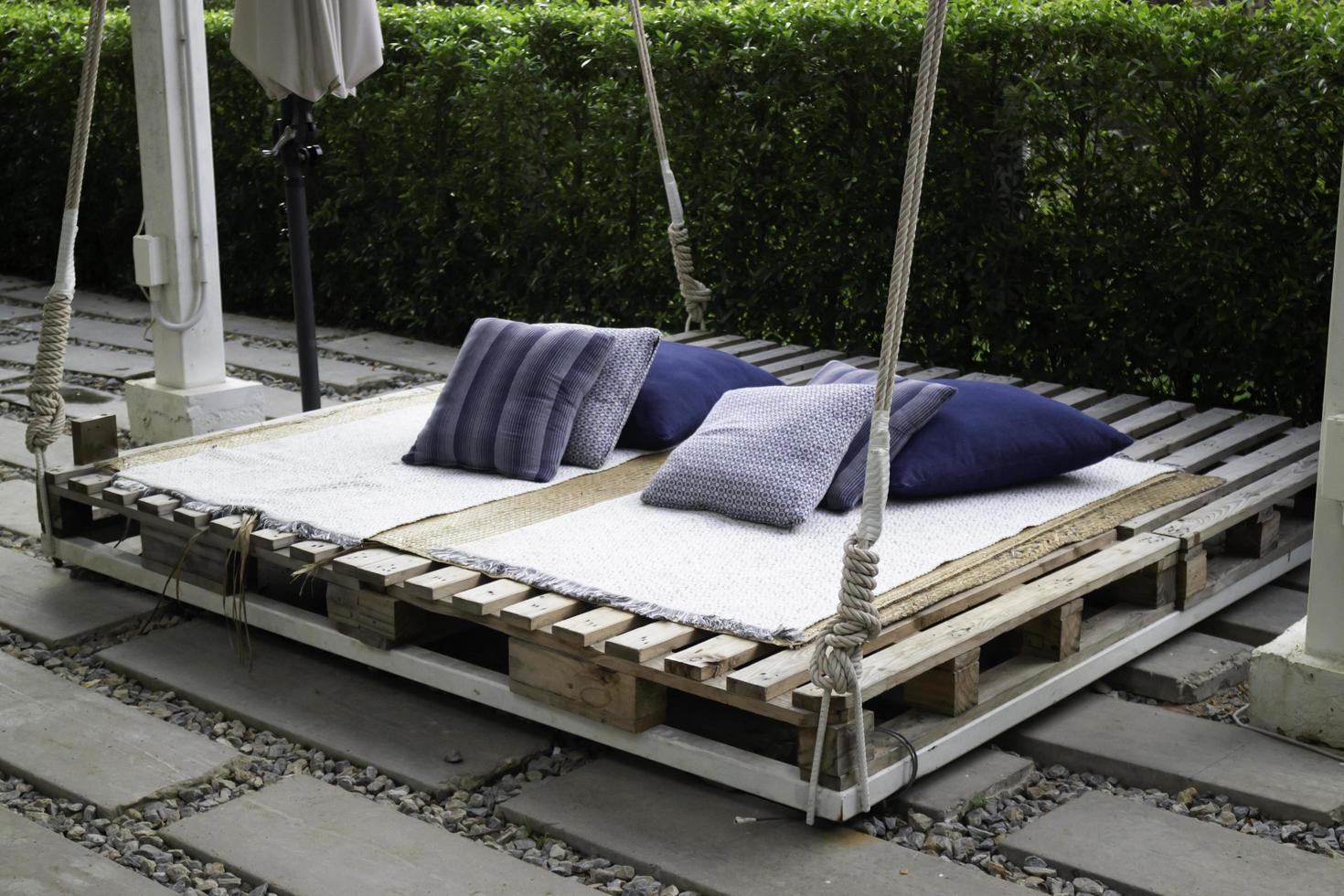 cama de plataforma de jardín foto