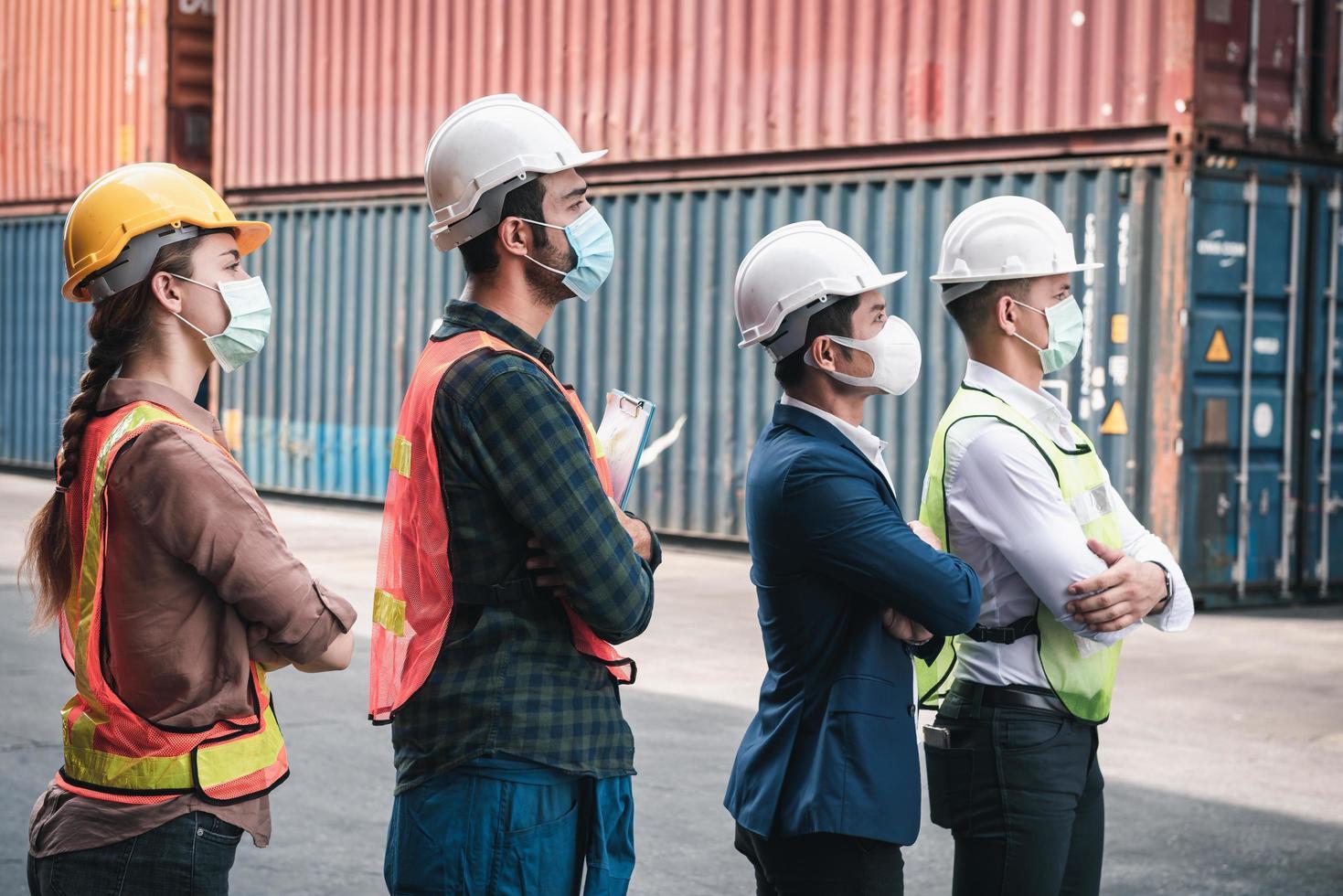 trabajadores de la construcción compatible con covid-19 foto