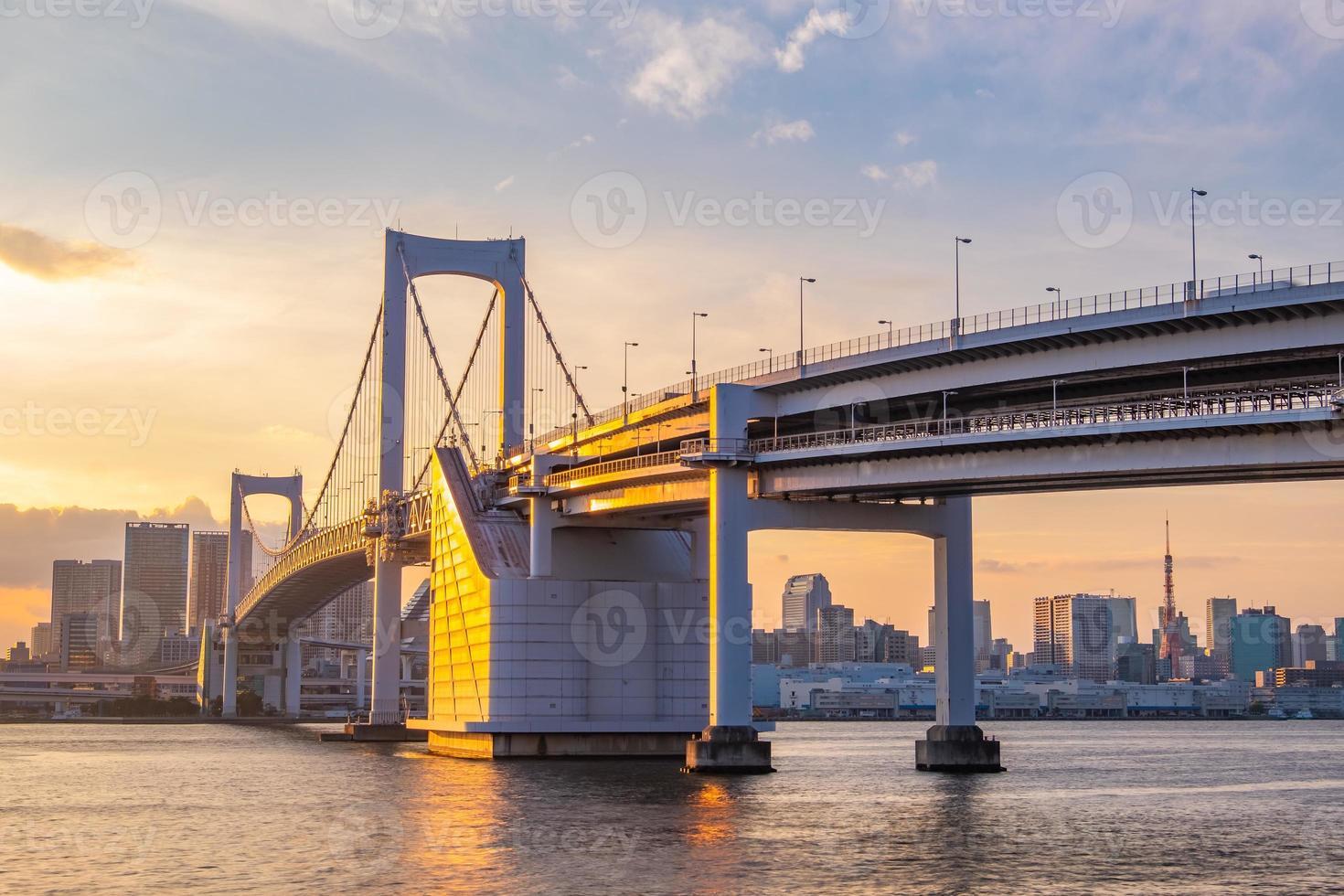 vista panorámica del horizonte de tokio al atardecer foto