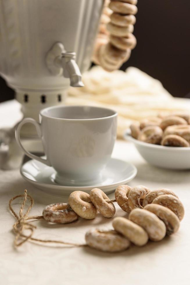 Bagels and hot tea photo
