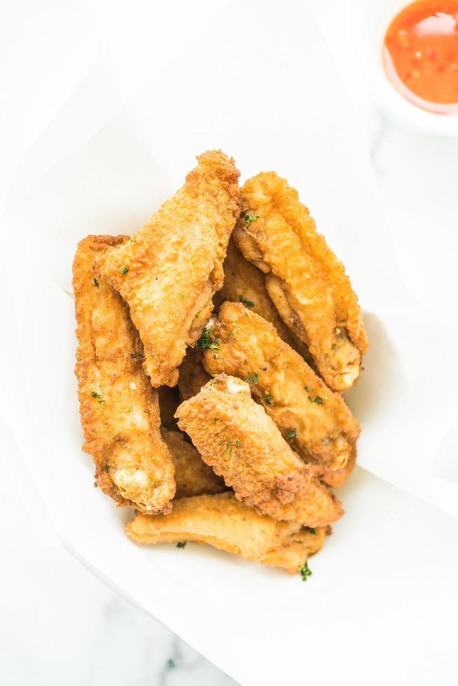ala de pollo frito crujiente foto