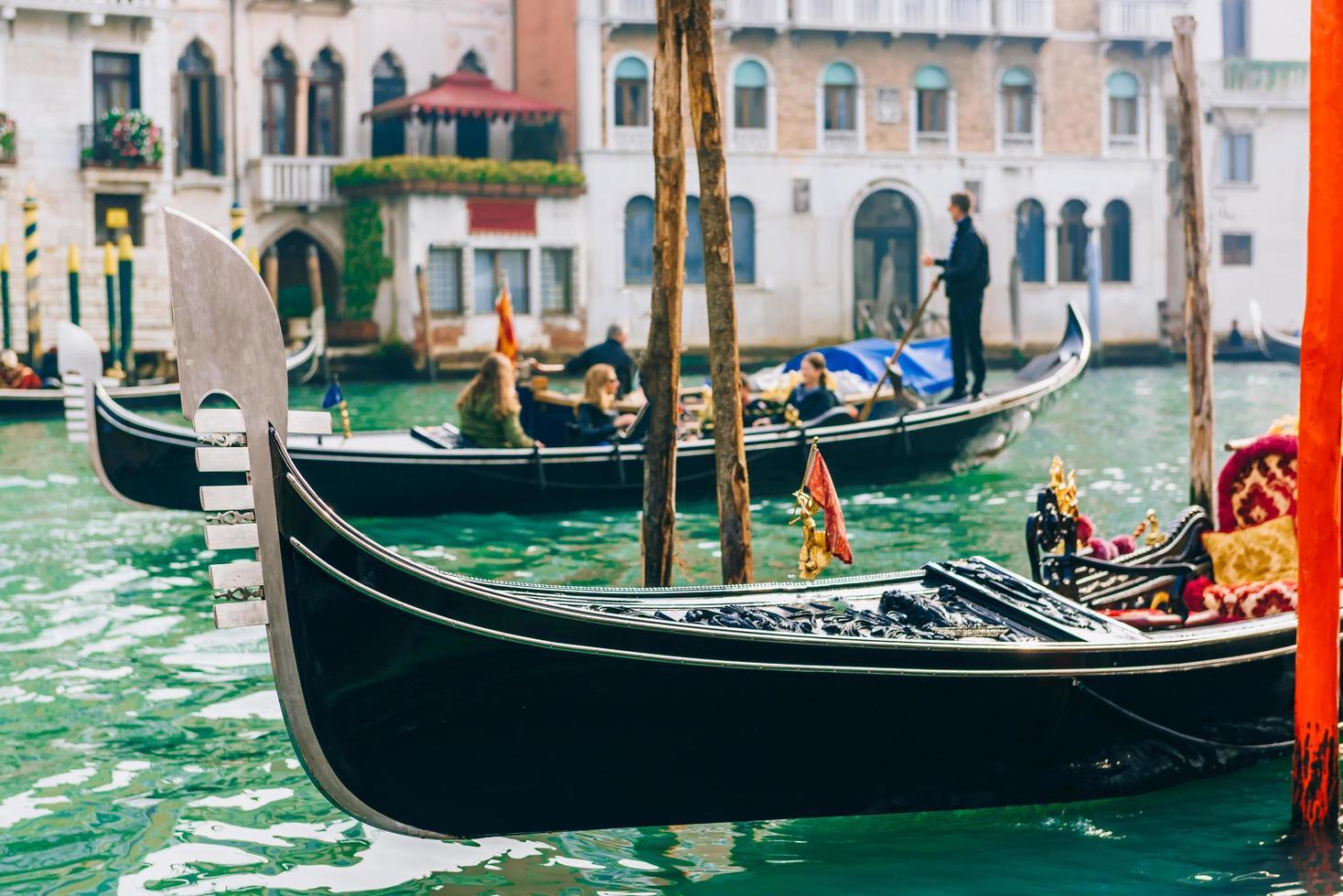 Venecia, Italia 2017- góndola por el gran canal de Venecia foto