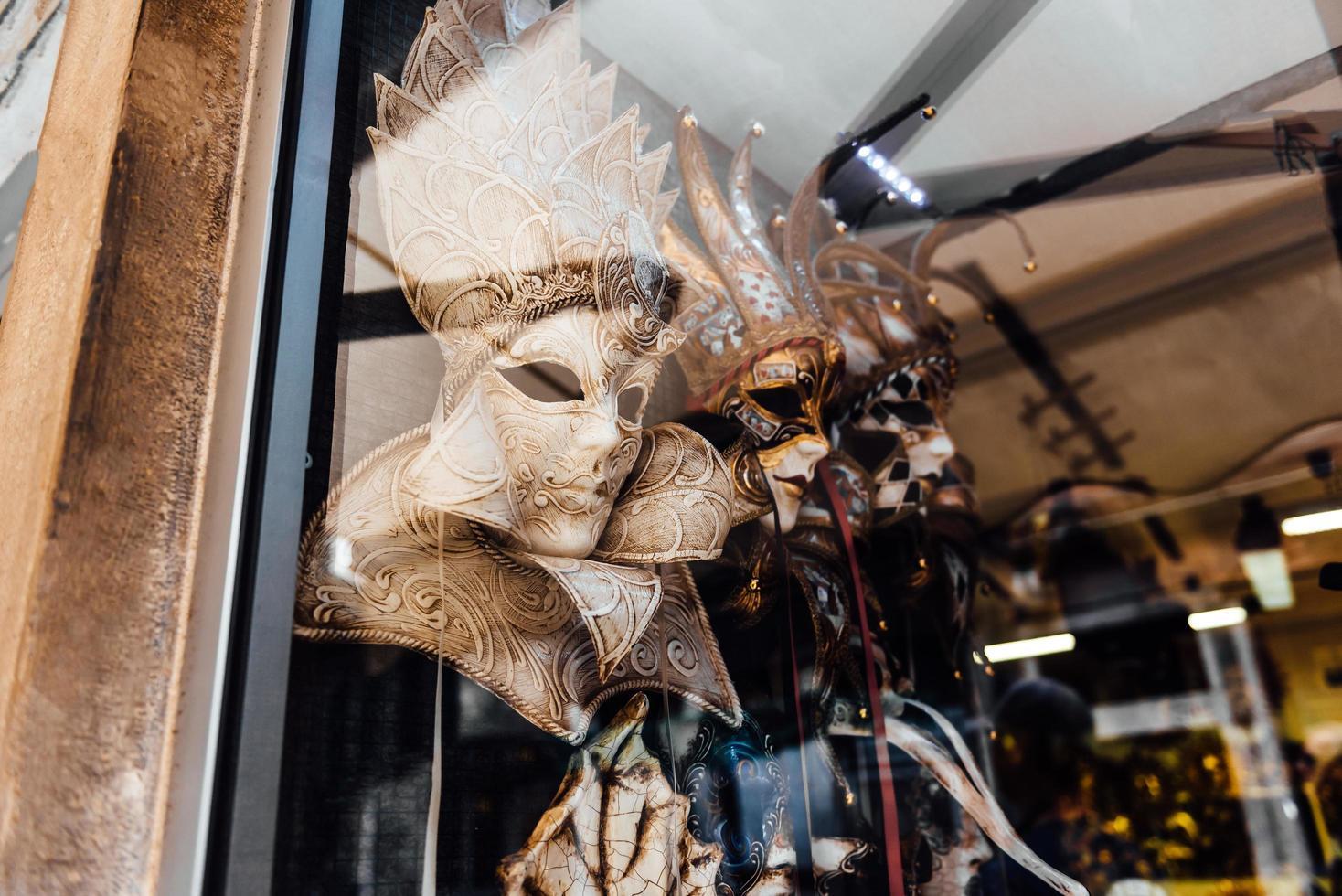 Venecia, Italia 2017- escaparate veneciano con máscaras foto