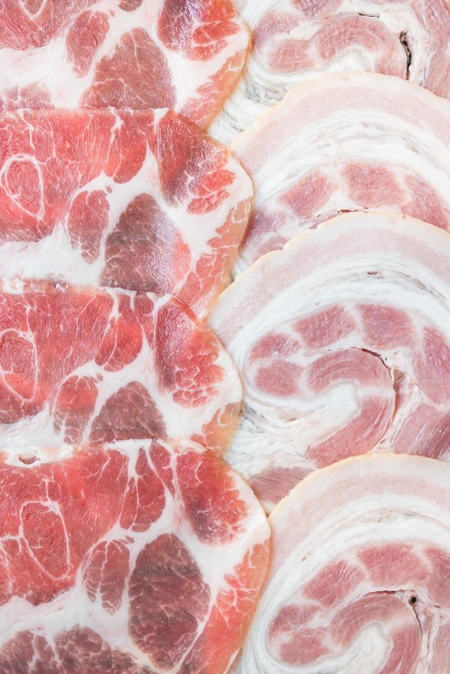 carne de cerdo cruda foto