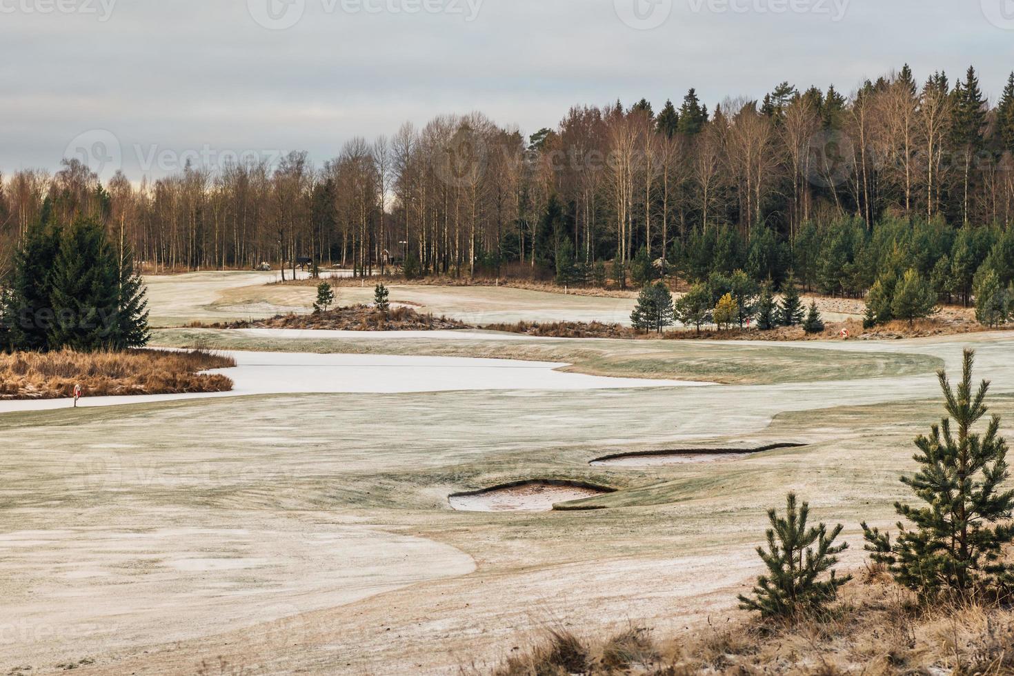 Vista de invierno desde un campo de golf en Suecia foto
