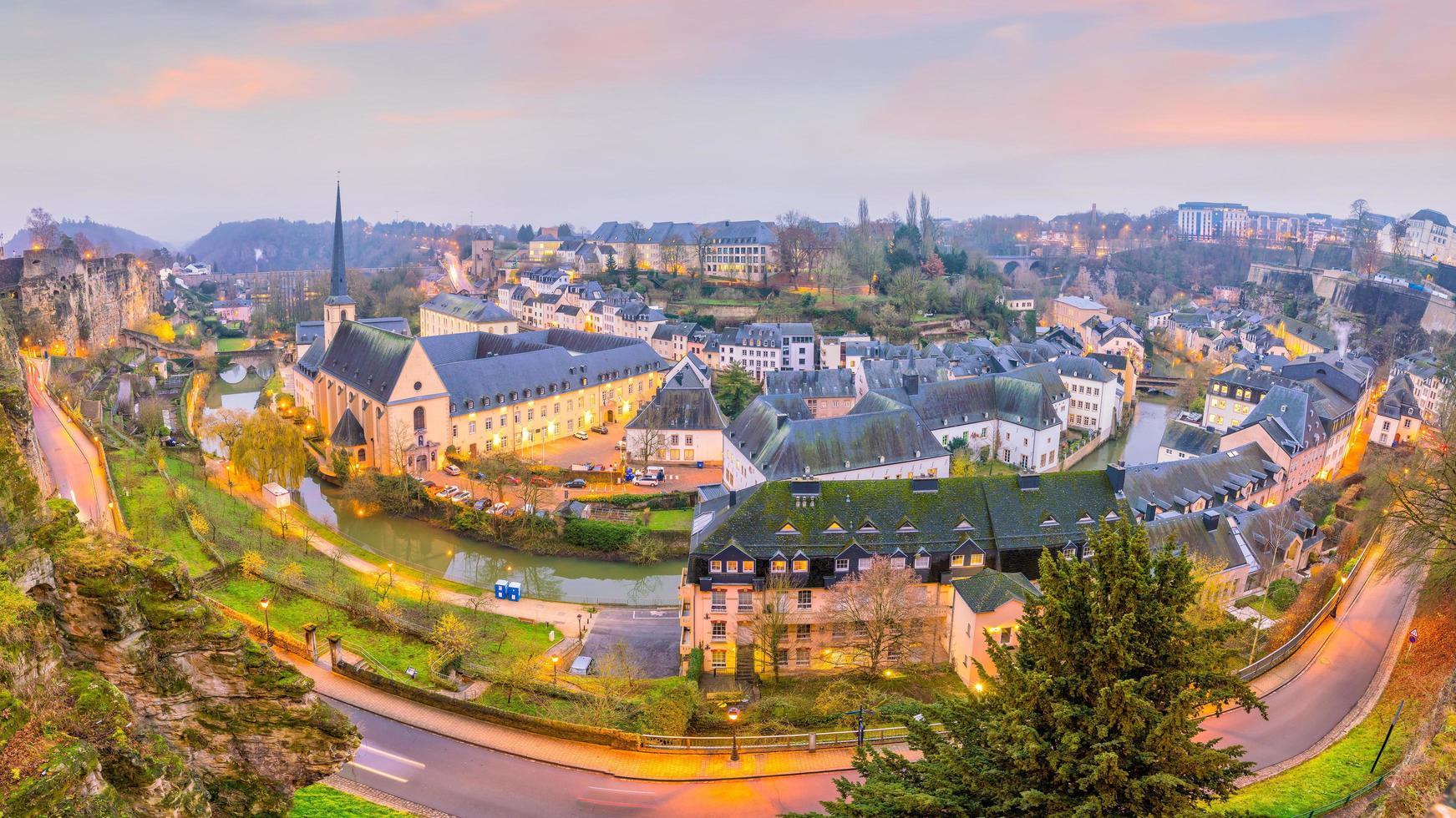 Horizonte del casco antiguo de la ciudad de Luxemburgo desde la vista superior foto