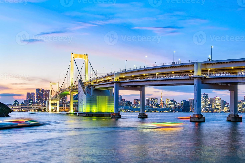 vista panorámica del horizonte de tokio en la noche. foto