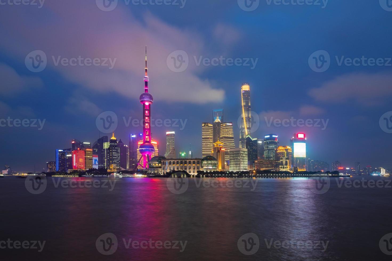 horizonte de la ciudad de shanghai, china foto
