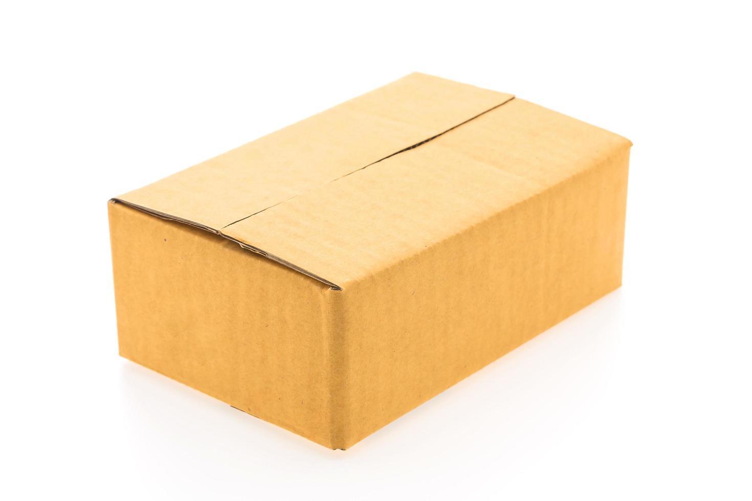 caja marrón aislada foto