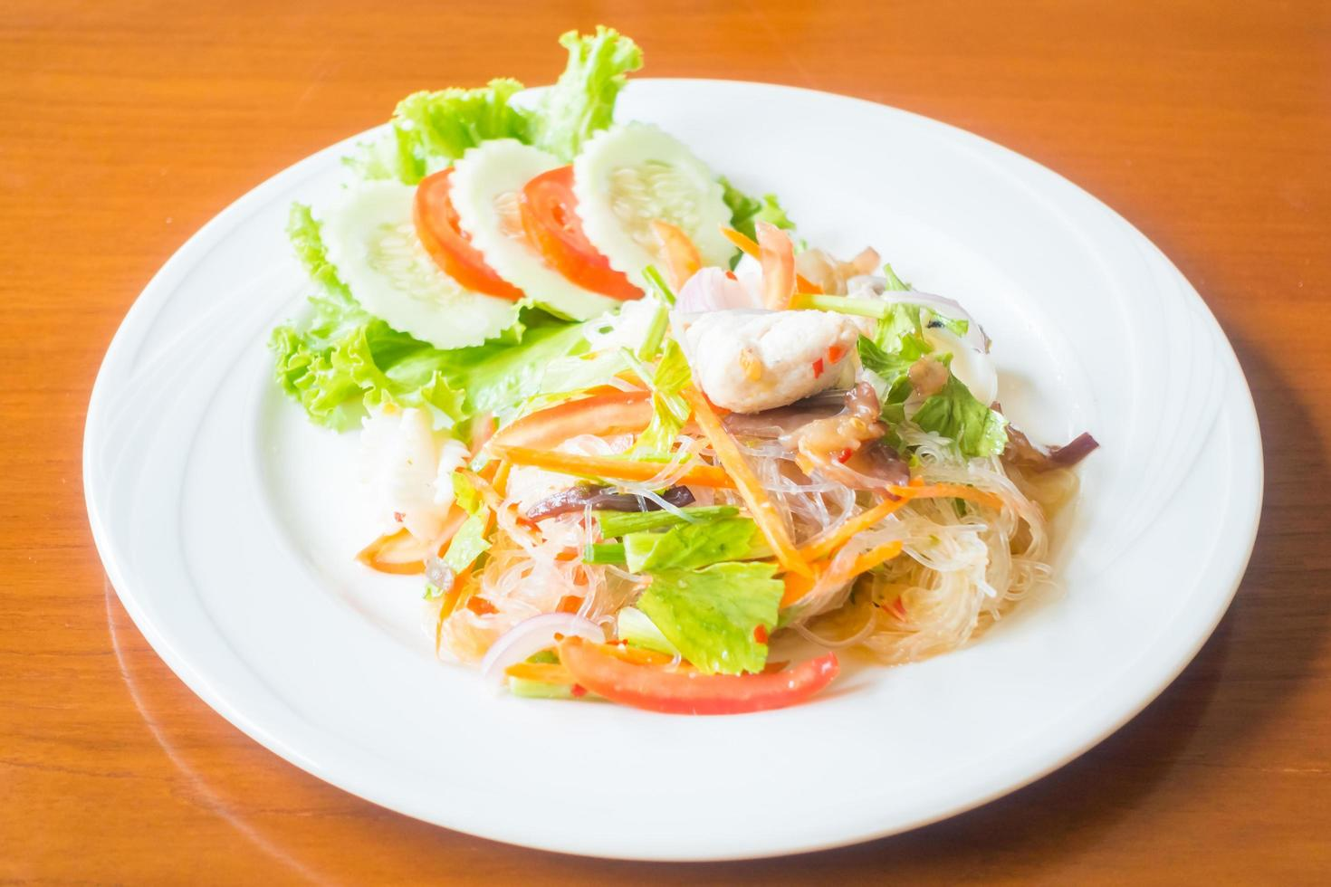 ensalada picante tailandesa foto