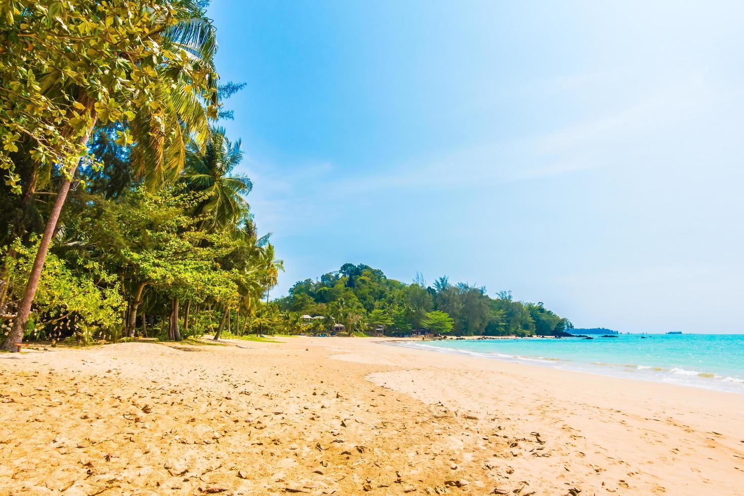 hermosa playa tropical y mar foto