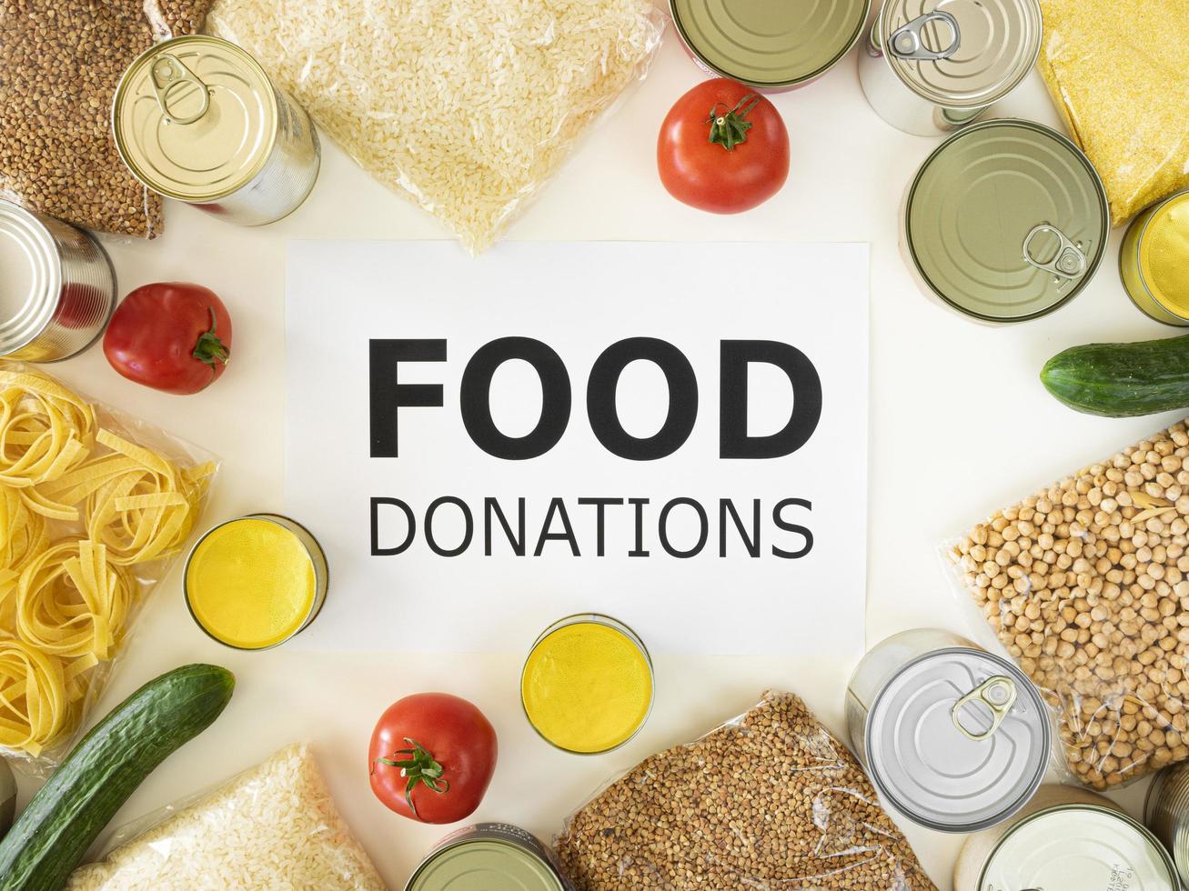 vista superior caja de donación de alimentos foto