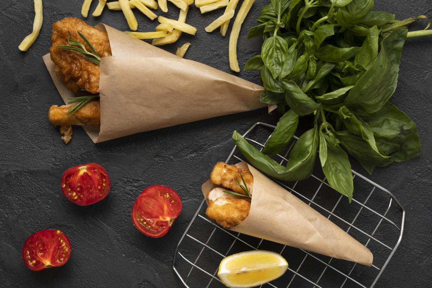 concepto de deliciosos chips de pescado laicos plana foto