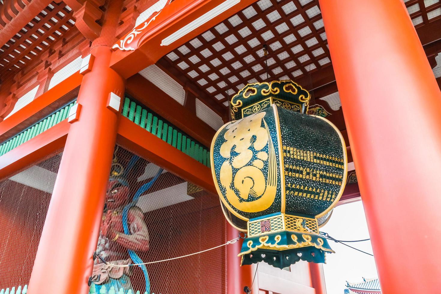 Templo sensoji en el área de Asakusa de Tokio, Japón foto