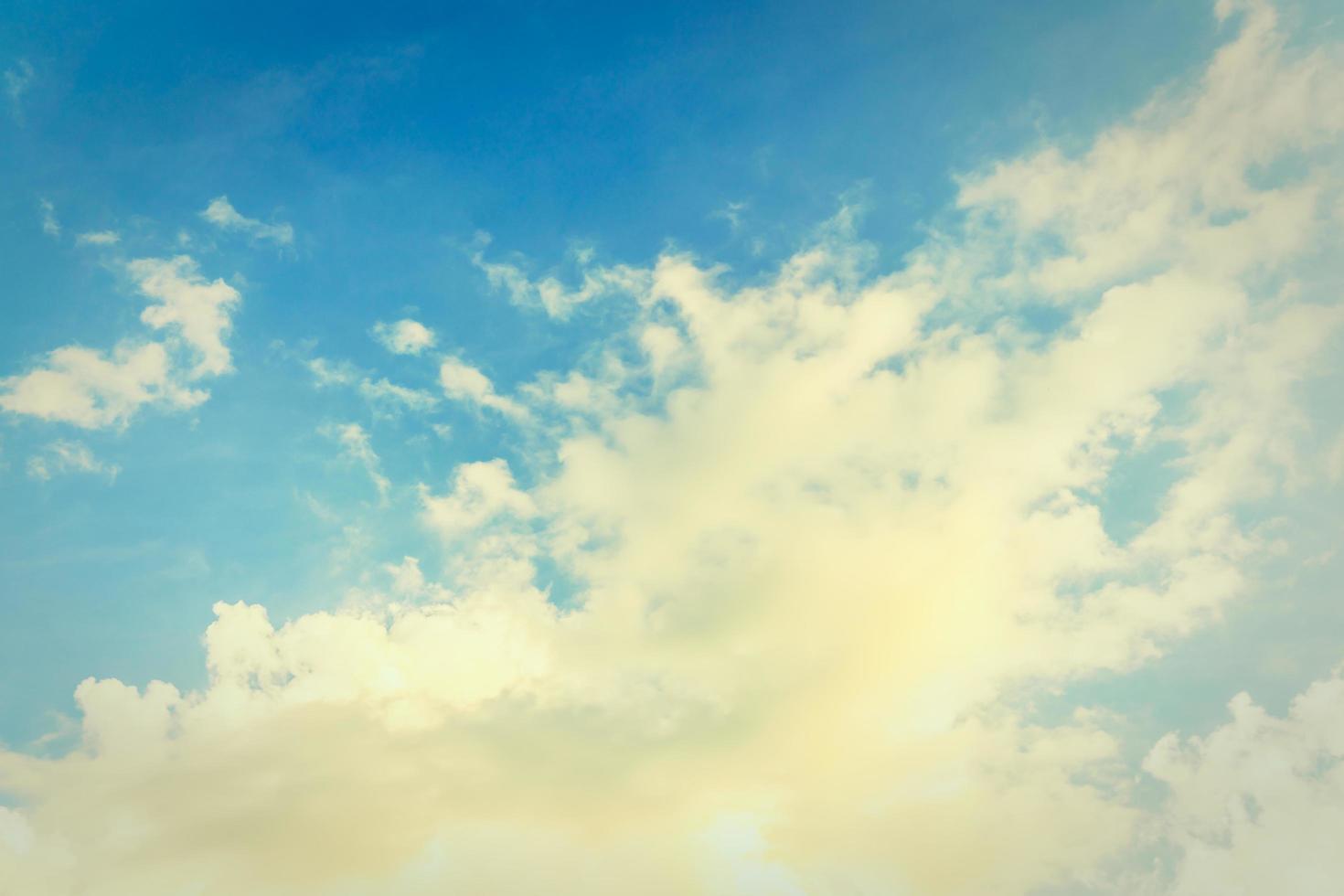nube de la vendimia en el fondo del cielo foto