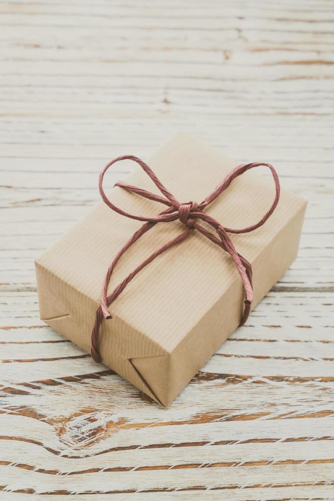 caja de regalo marrón foto