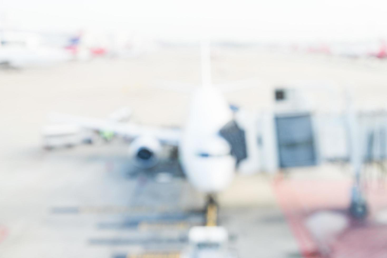 Avión de desenfoque abstracto en el aeropuerto foto