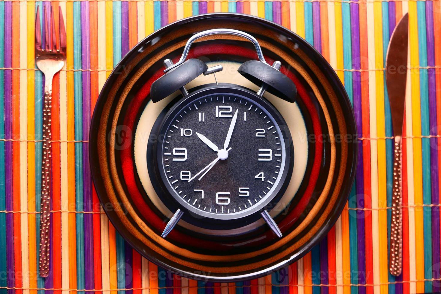 reloj despertador en placa foto