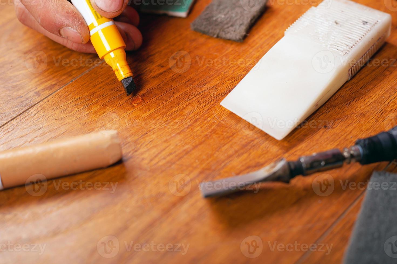 reparación restauración de suelos laminados parquet y productos de madera foto