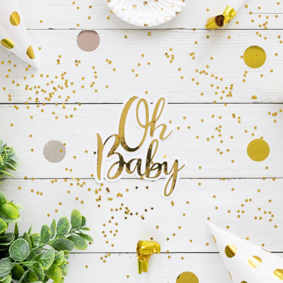 plantilla de tarjeta de baby shower dorado foto