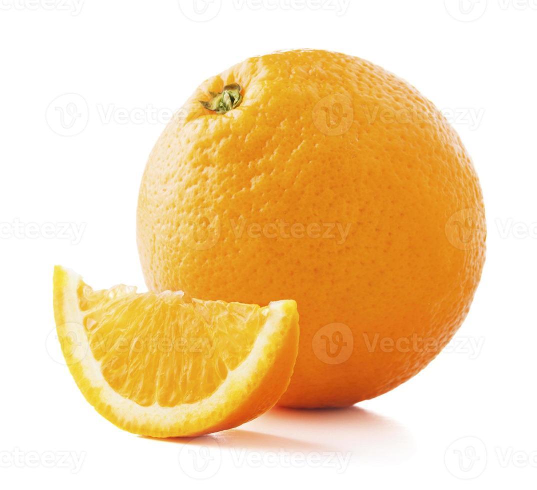 Fruta naranja madura fresca aislado sobre fondo blanco. foto