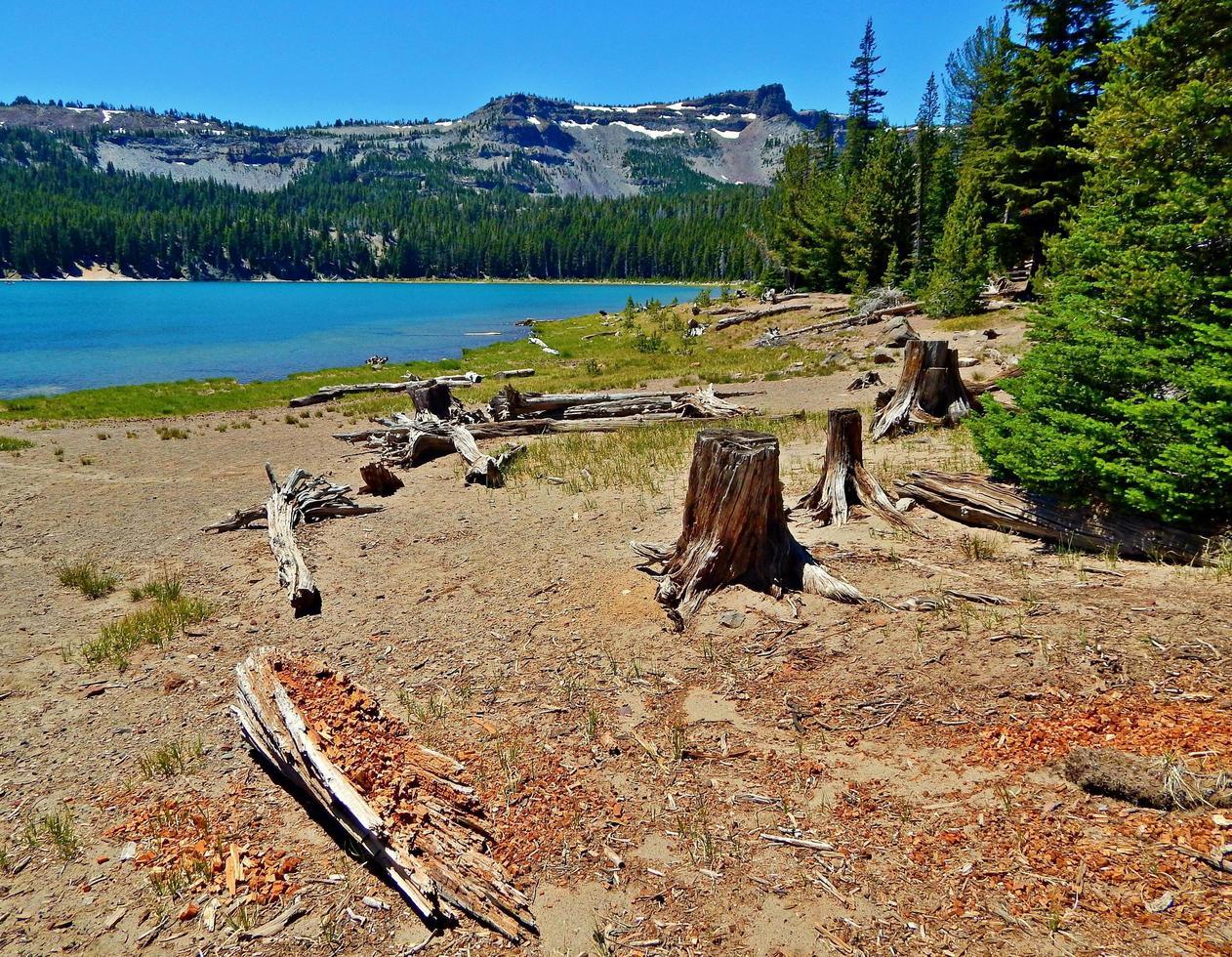 julio en three creek lake - tam mcarthur rim - cerca de las hermanas, o foto