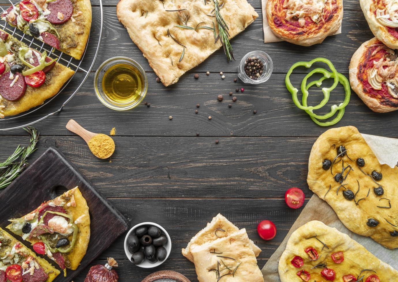 panes planos y pizzas con espacio de copia foto