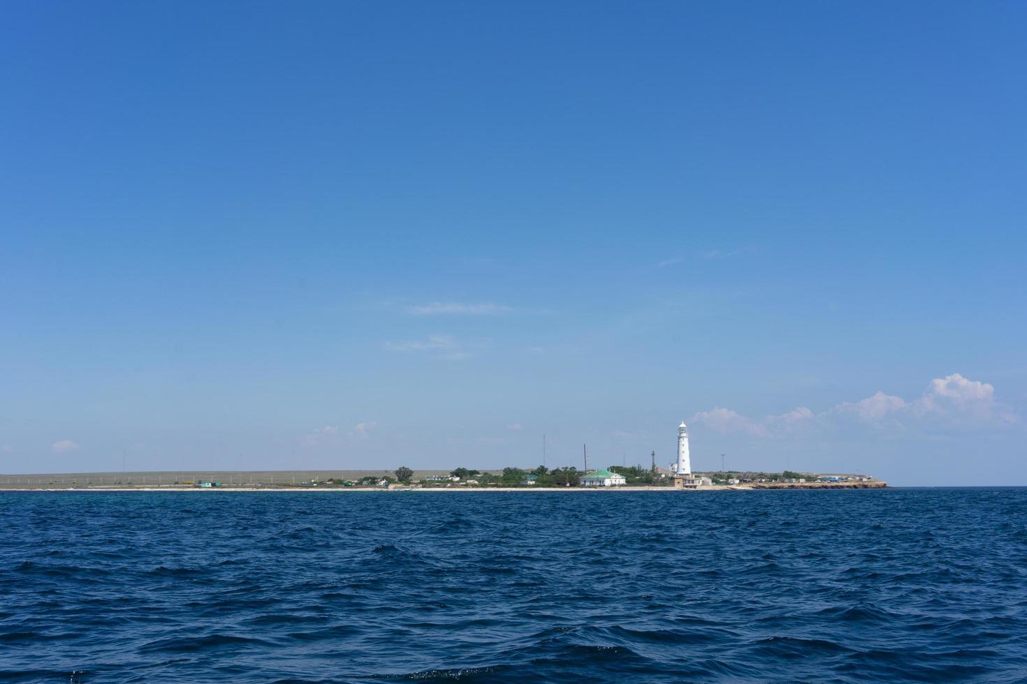 paisaje marino con vistas a la costa del cabo tarkhankut foto