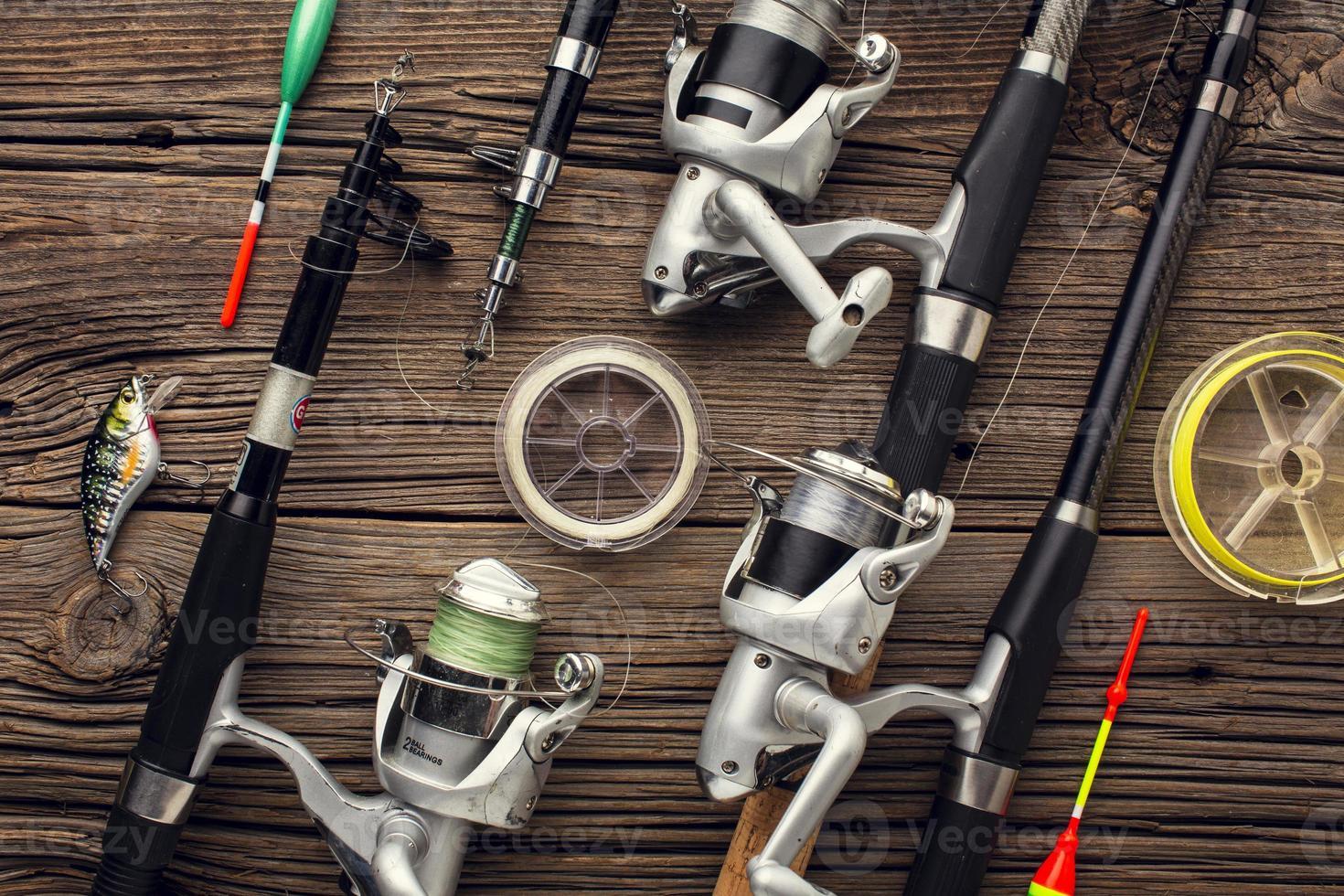 vista superior, elementos esenciales de pesca y cebo. foto