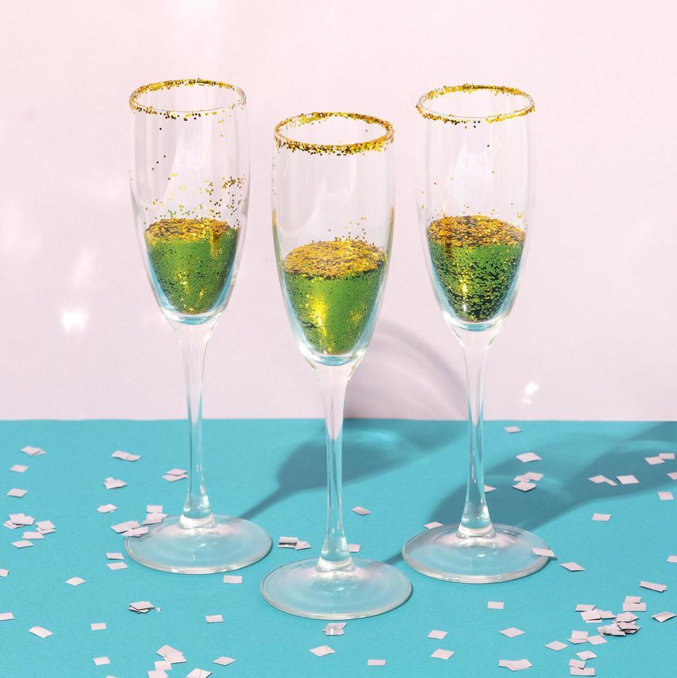 copas de champán para el fondo de la fiesta foto
