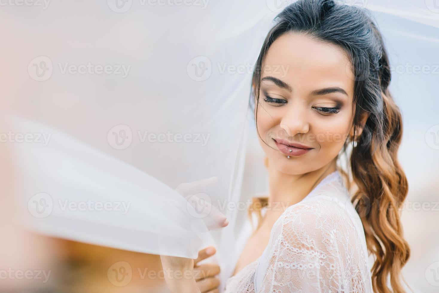novia en bata foto