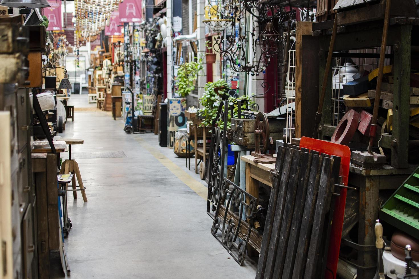 Arrangement of old objects in an antiques market photo
