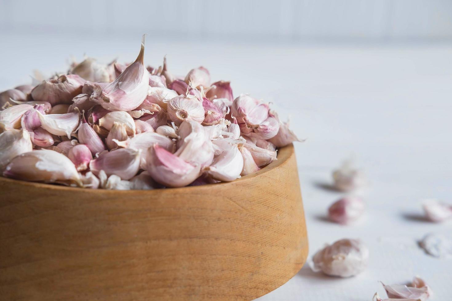 especias saludables ajo en la mesa foto