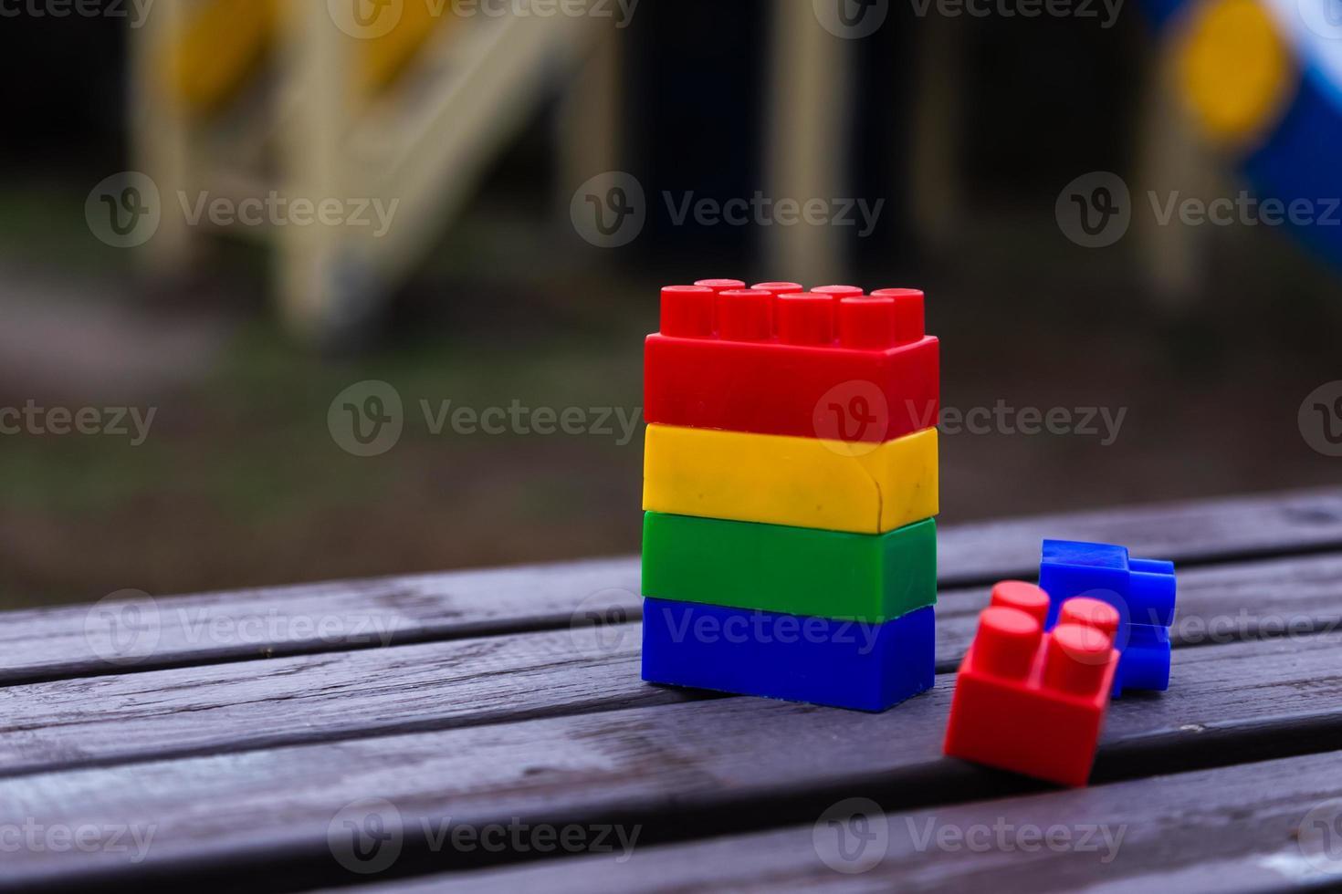 bloques de construcción de juguete de colores foto