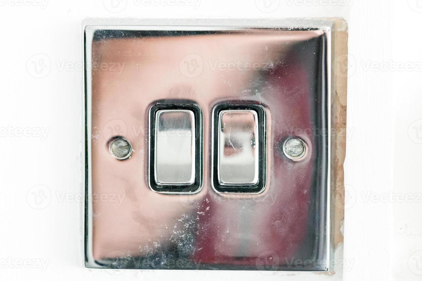 un interruptor de cromo foto