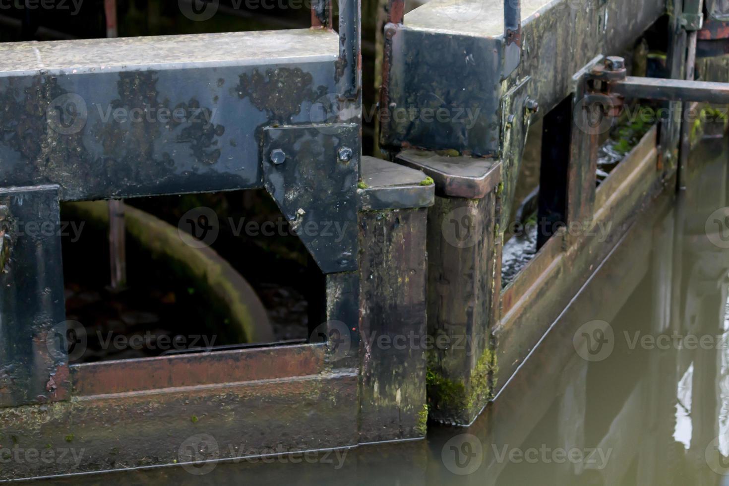 puertas de madera pesadas foto