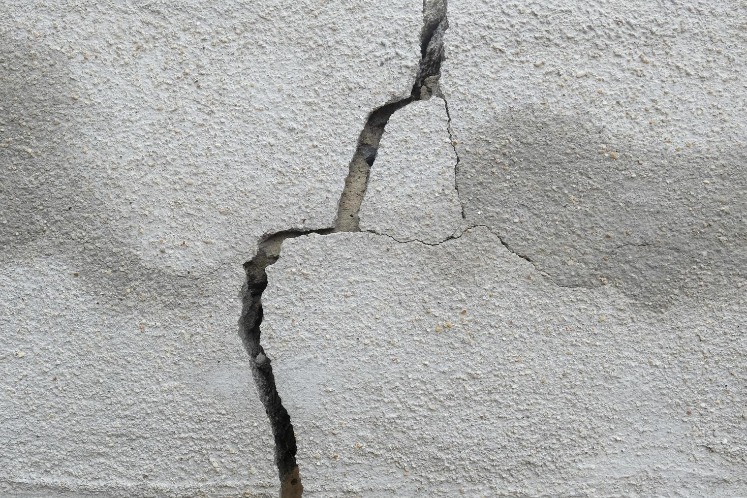 Cracks on the wall 2560734 Stock Photo at Vecteezy