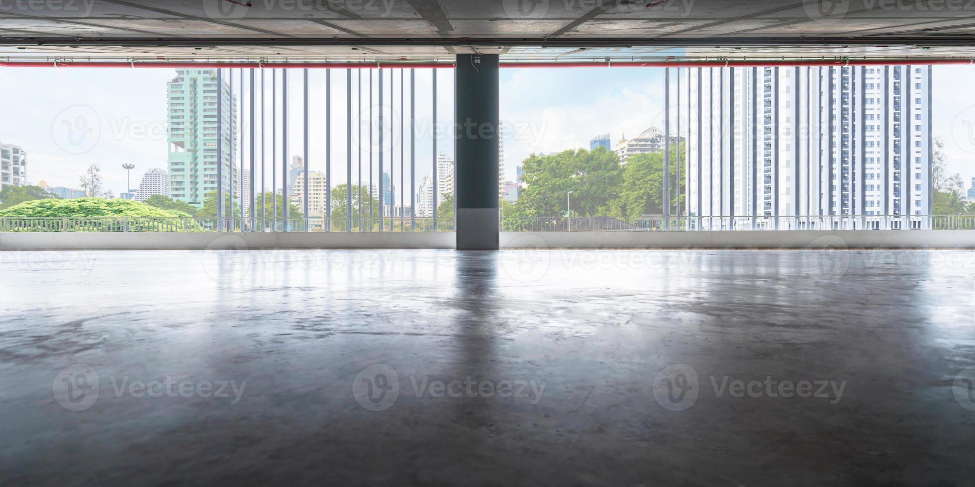 Vacíe los pisos de la sala de exposiciones o la oficina. foto