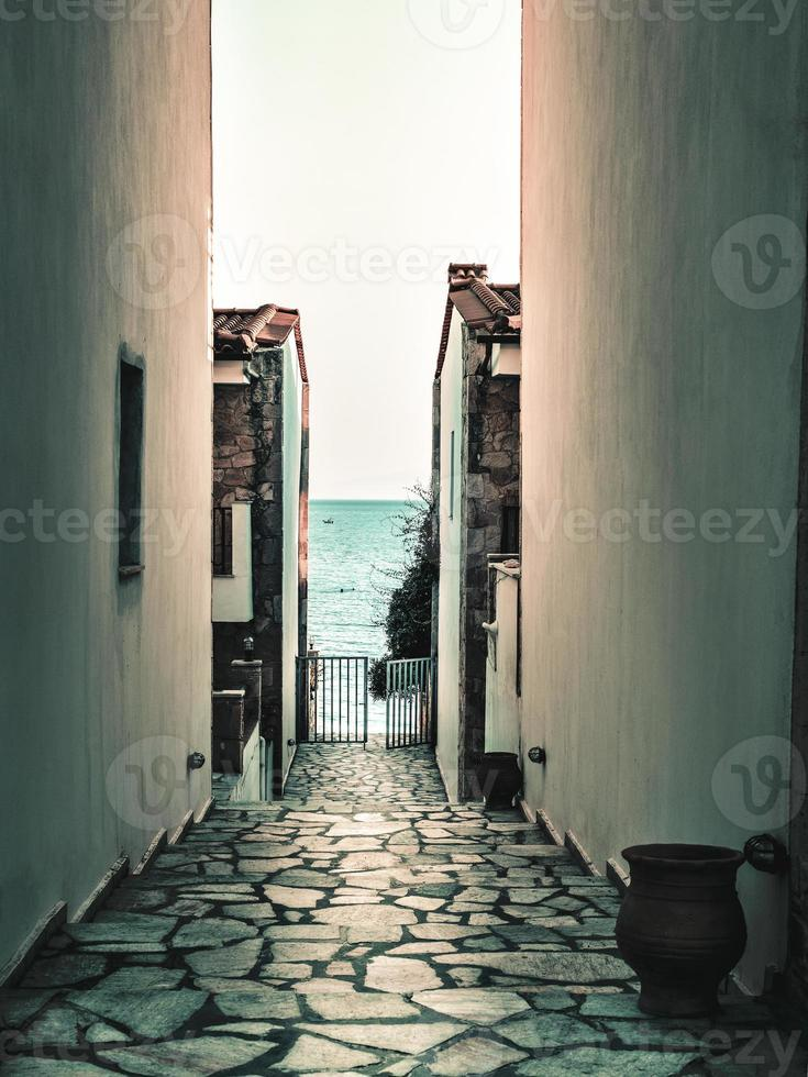 A small pass between the walls which goes to the beach. photo