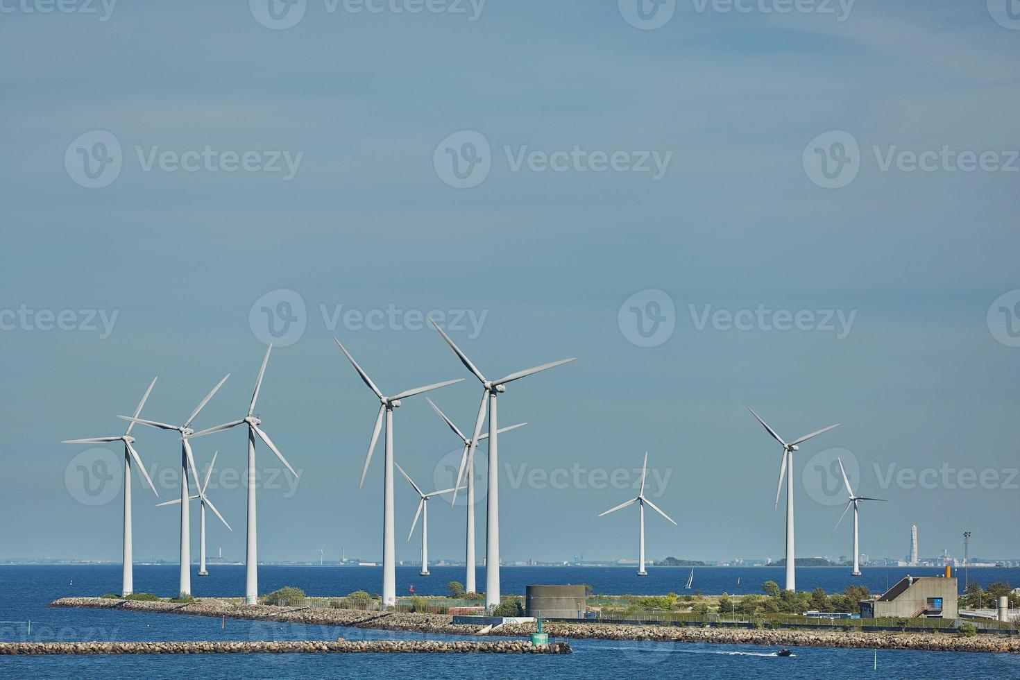 Parque de turbinas eólicas marinas en Copenhague, Dinamarca foto