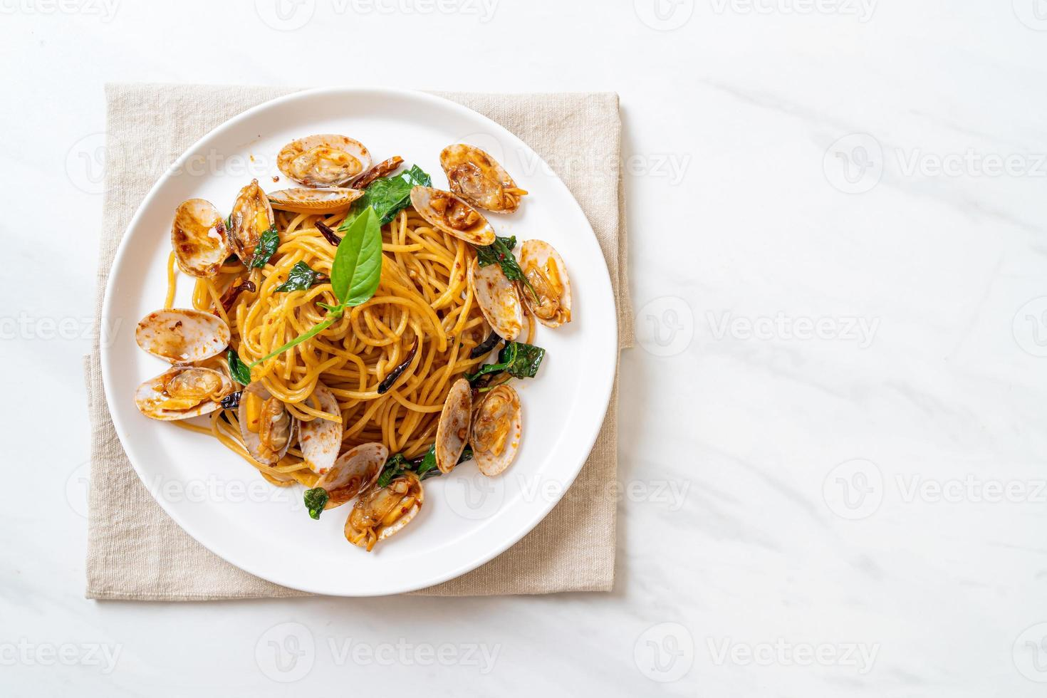 Stir Fried Spaghetti with Clams and Garlic and Chilli photo