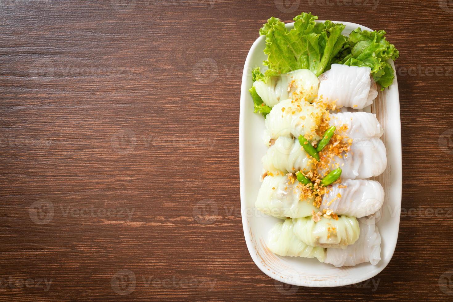 paquetes de arroz al vapor de cerdo foto