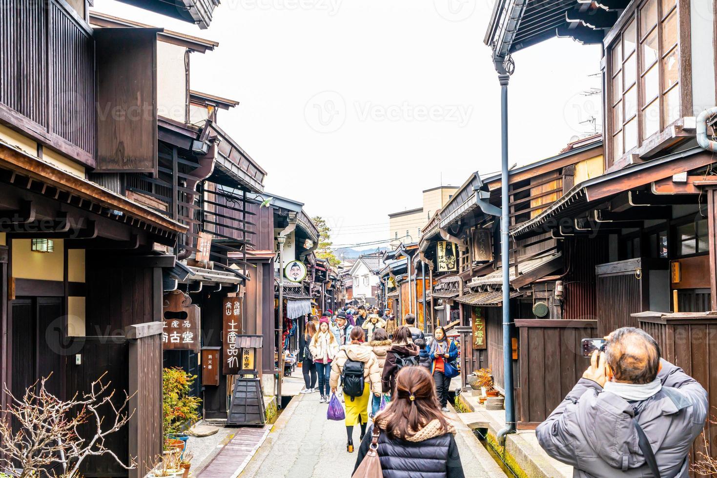 takayama, japón, 12 de enero de 2020: la toma de paisaje de la ciudad de takayama. se nombra como pequeño kyoto de japón y se estableció desde la era edo. foto