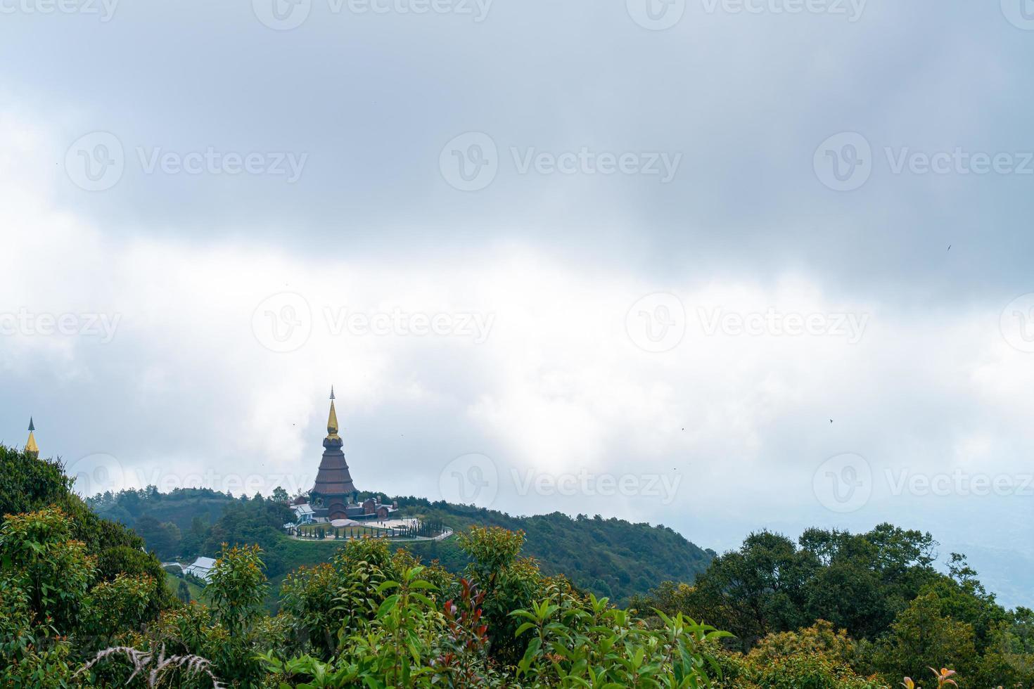 pagoda histórica en el parque nacional doi inthanon en chiang mai, tailandia. foto